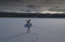 A Finn-öböl jegén táncolta el a hattyú halálát egy orosz balerina – videó