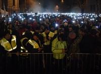 A Kossuth téren kívánnak majd boldog karácsonyt Orbánnak a túlóra ellen tüntetők - percről percre