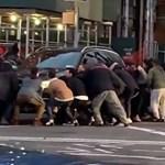 A gyalogosok emelték le a terepjárót az elgázolt gyalogosról – videó