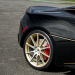 Az ízléses gyári felspécizés mintapéldája: gyönyörű fekete-arany Lotus érkezett