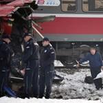 Fotók jöttek a Szerbiában kettévágott busz balesetéről