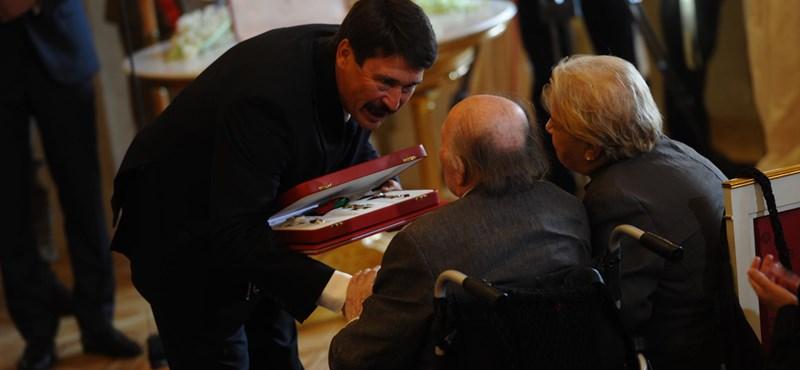 A jobboldal és Kertész Imre kitüntetése