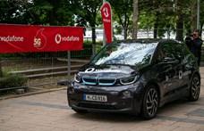 Autót vezettek és videóhívást indítottak a Vodafone 5G-s hálózatával Budapesten