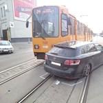 Fotó: Toyotának ütközött a villamos az Orczy úton