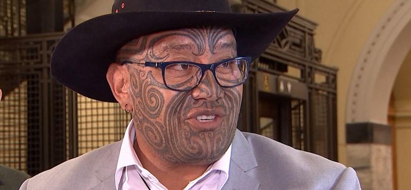 Kiutasítottak az új-zélandi parlamentből egy képviselőt, mert harci táncba kezdett