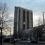 Fotók: valami lóg a 25 emeletes lakatlan pécsi magasházon