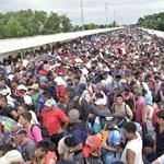 Trump fenyegetőzése sem állítja meg az USA-ba tartó hondurasi menekülők menetét