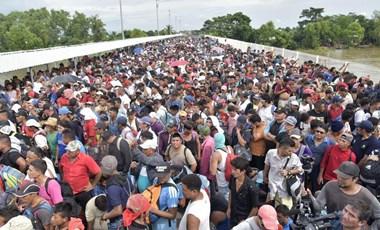 Trump rémálma: megállíthatatlan az USA-ba tartó hondurasiak menete