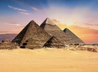 Letartóztattak egy tevehejcsárt, aki segített a szexjelenetet forgató dán fotósnak feljutni a piramisra