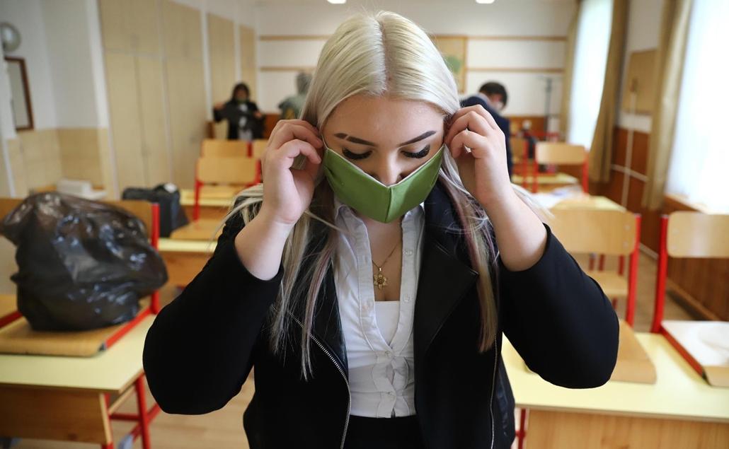nagyítás 20.05.04. Érettségizők Békéscsaba egyik középiskolájában koronavírus