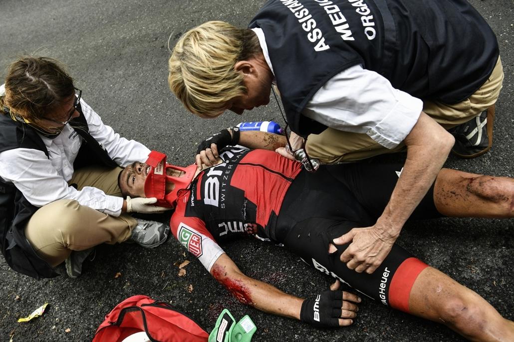 afp.17.07.09. - Az ausztrál Richie Porte bukása után a kilencedik szakaszon Nantua és Chambery között július 9-én. - Tour de France 2017