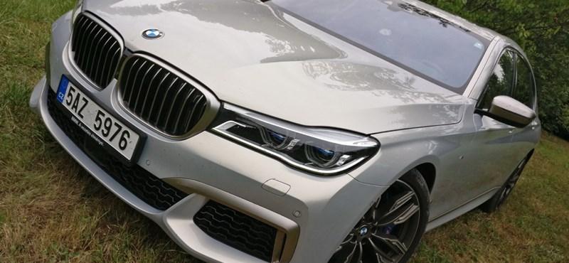 Politikailag teljesen inkorrekt: teszten a V12-es biturbó BMW, az M760Li