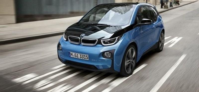 Visszahívják a BMW elektromos autóját, mert folyik belőle a benzin
