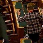 Elfogadták a köznevelési törvényt, de Pokorni nemmel szavazott
