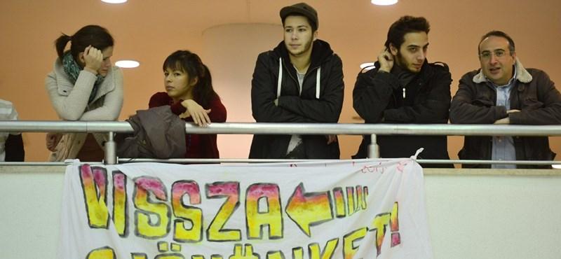 """""""Hoffmann Rózsa mondjon le"""" - több száz diák vonult Budapesten"""
