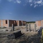Milliókat ad egy baranyai polgármester, ha az ő falujába költöznek