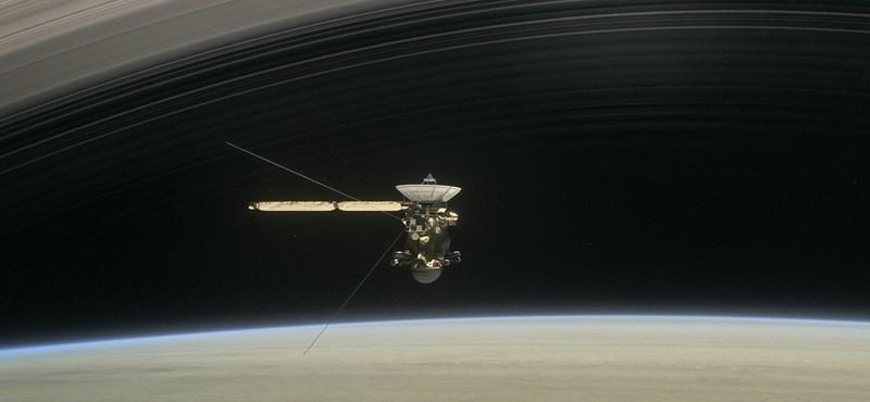 Több mint 453 000 fotót küldött haza a Cassini űrszonda, holnap jönnek meg haláltáncának képei