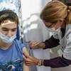 Kiderült, hogy jobban elfogadjuk a védőoltást, ha nő az orvos