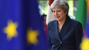 Kinevezte a lemondott miniszterek utódait Theresa May