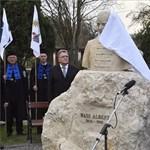 Wass Albert-verssel üzent Orbán a Facebookon