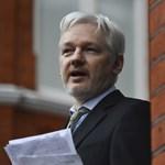 Évek óta az ecuadori követségen él Julian Assange, de most beperli őket