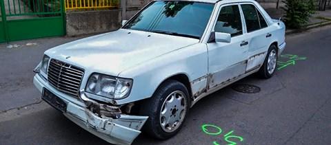 Motorházán cipelte egy autós a másikat egy baleset után Pesterzsébeten