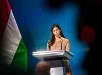 Gyereknapozik a kormányszóvivő: a kicsiknek talán több esélyük lesz válaszokat kapni, mint a független újságíróknak