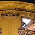 Fotó: daruval emelték Munkácsy festményét a Déri Múzeumba