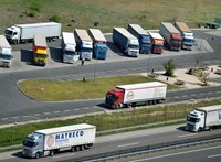 Közel 5000 liter dízelt csapolt le kamionokból egy férfi
