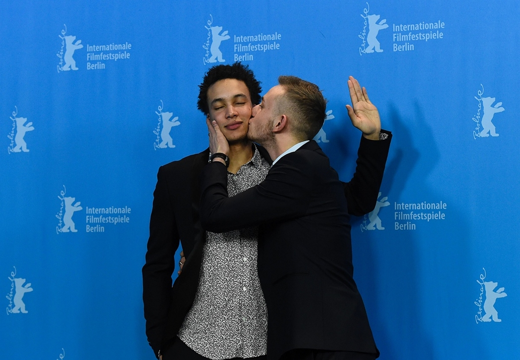 afp. 66. Berlini Nemzetközi Filmfesztiválon, Berlinale 2016 - Cast members Corentin Fila (L) and Kacey Mottet Klein pose during a photo call for the film Quand on a 17 Ans (Being 17) by Andre Techine in competition at the 66th Berlinale Film Festival in B