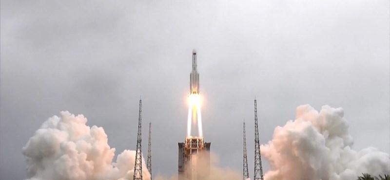 Az Indiai-óceánba csapódtak az elszabadult kínai rakéta darabjai