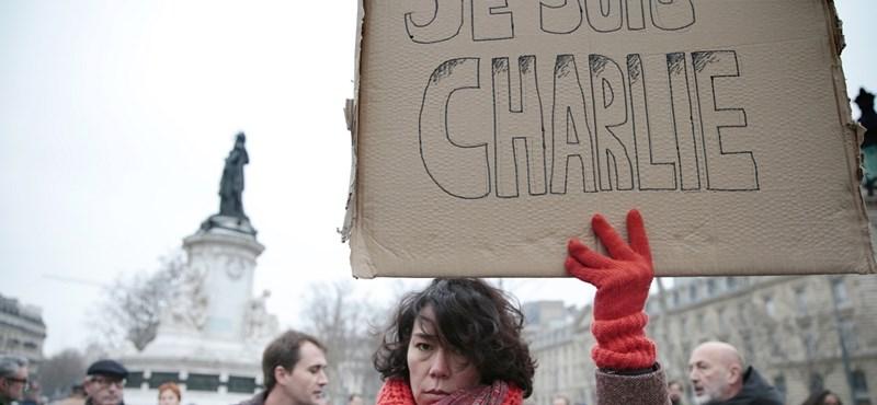 Mécsesgyújtással emlékeznek a Charlie Hebdo elleni támadásra