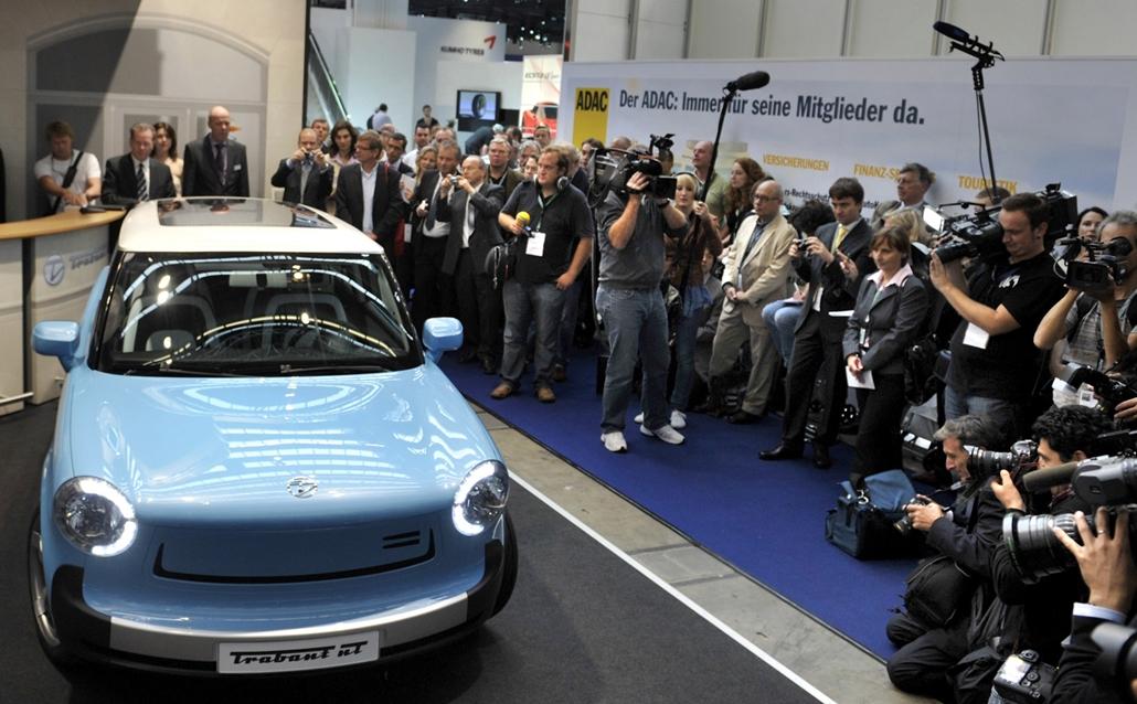 afp.09.09.15. - Van terv a jövőre: a Trabant nT-t a 63. Frankfurti Nemzetközi Autószalonon mutatták be