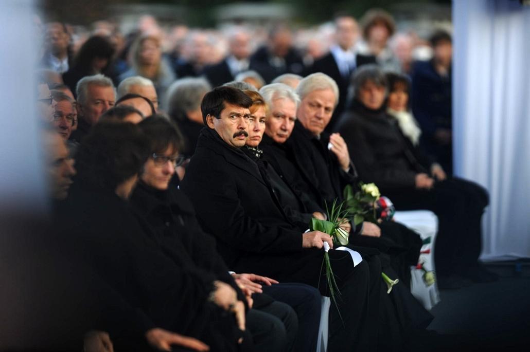 tg. Göncz Árpád temetése, 2015.11.06. Óbudai temető, Áder János