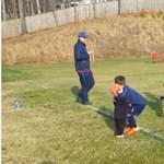 Ennél kedvesebb jelenet focipályán nem nagyon van – videó