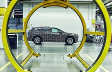 Videón mutatja meg a BMW a 600 kilométeres hatótávú új villanyautóját