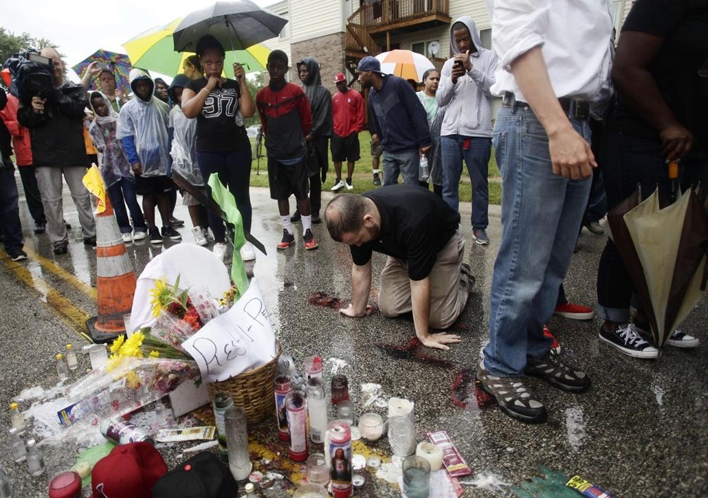 afp. Zavargások az Egyesült Államokban, Michael Brown, St. Louis, Ferguson városrész 2014.08.16. megemlékezés