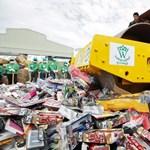 Hihetetlen mennyiségű hamisított árut semmisítettek meg Thaiföldön – fotók