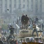 Mubaraknak hiába szóltak, ő lövetett