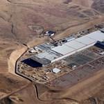 A Tesla ezt is megcsinálja: beindult az aksigyártás a Gigafactoryban