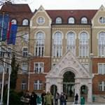 200 alkalmazottat küldenek el a Pécsi Tudományegyetemről