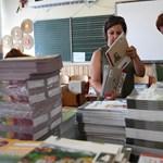 Két kiadó inkább átadta az államnak a népszerű tankönyveik kiadási jogát