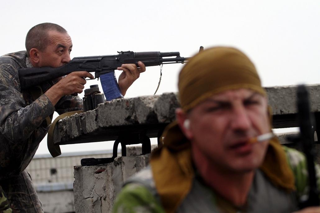 afp.14.06.02. - Luhanszk, Ukrajna: oroszbarát aktivisták - ukrán válság