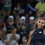 Serena Williams nemcsak terhes, hanem meztelen is a Vanity Fair címlapján