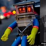 Videóra vették azt a vandált, aki szétverte az ártatlan stoppos robotot