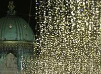 Nagyon zavarta az idős nőt a szomszédok karácsonyi világítása, így elővett egy ollót