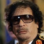 Diktátordivat: ki viselte a legmenőbb napszemüveget?