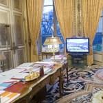 Tévén figyelték a két túszdráma végét Hollande irodájában – fotók